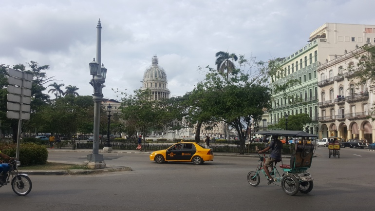 car-bike-bicycles-taxi-lahabana-Havna-cuba-island-elcapitolio.jpg